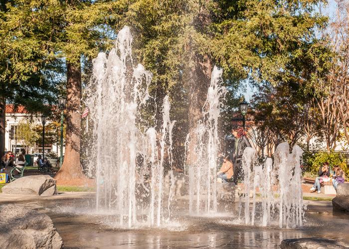 Town Plaza Park fountain 700x500 - Photos of Los Gatos