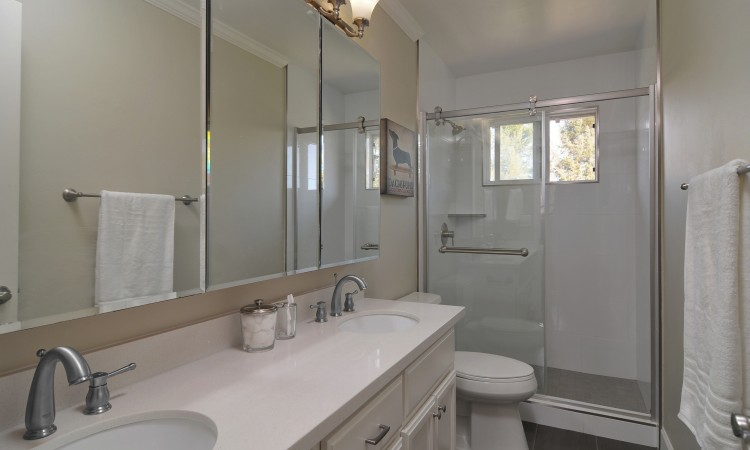 017 Master Bath 750x450 - Exquisite, expansive, remodeled Belwood home - 127 Belhaven Drive, Los Gatos