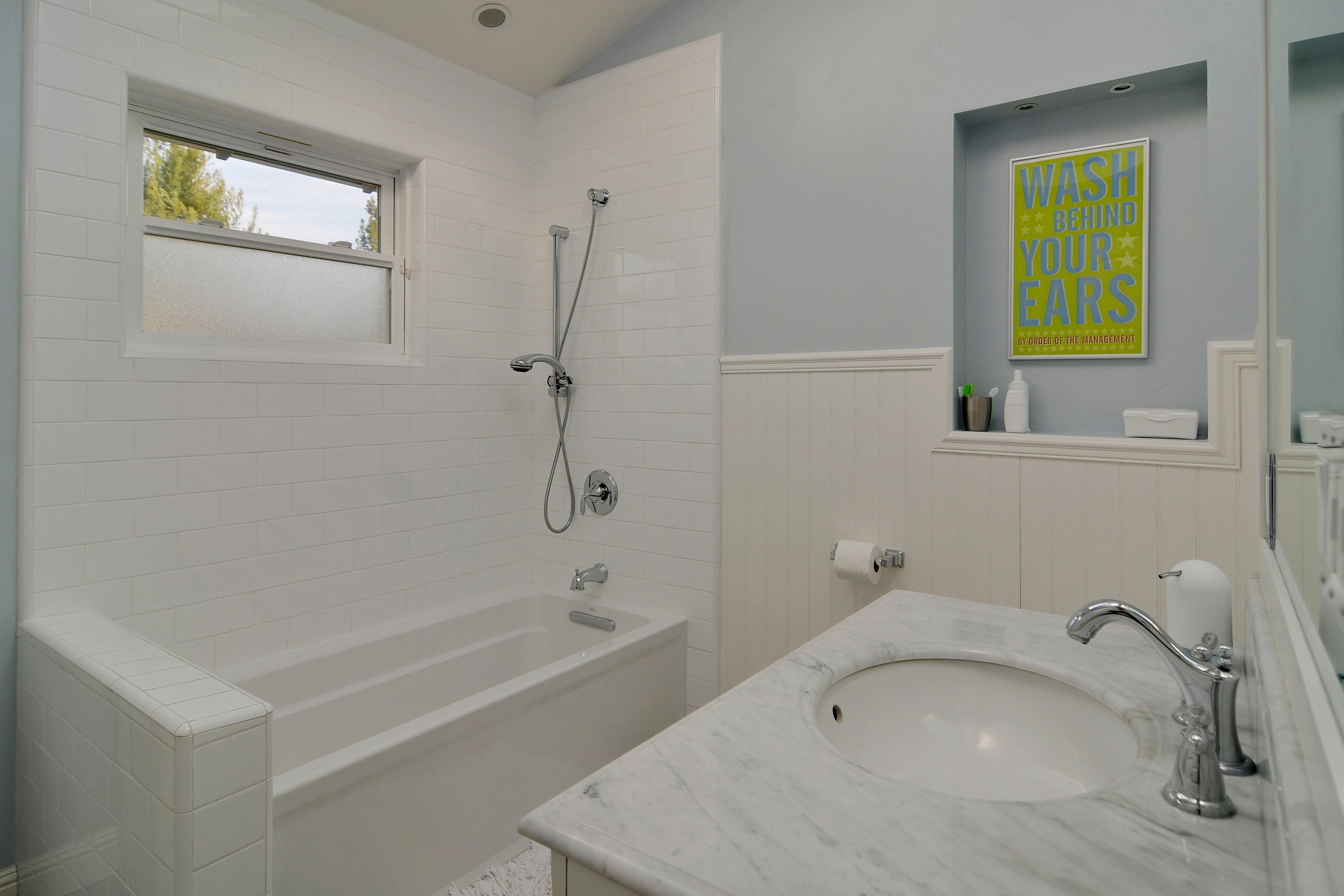 023 Hall Bathroom - Exquisite, expansive, remodeled Belwood home - 127 Belhaven Drive, Los Gatos