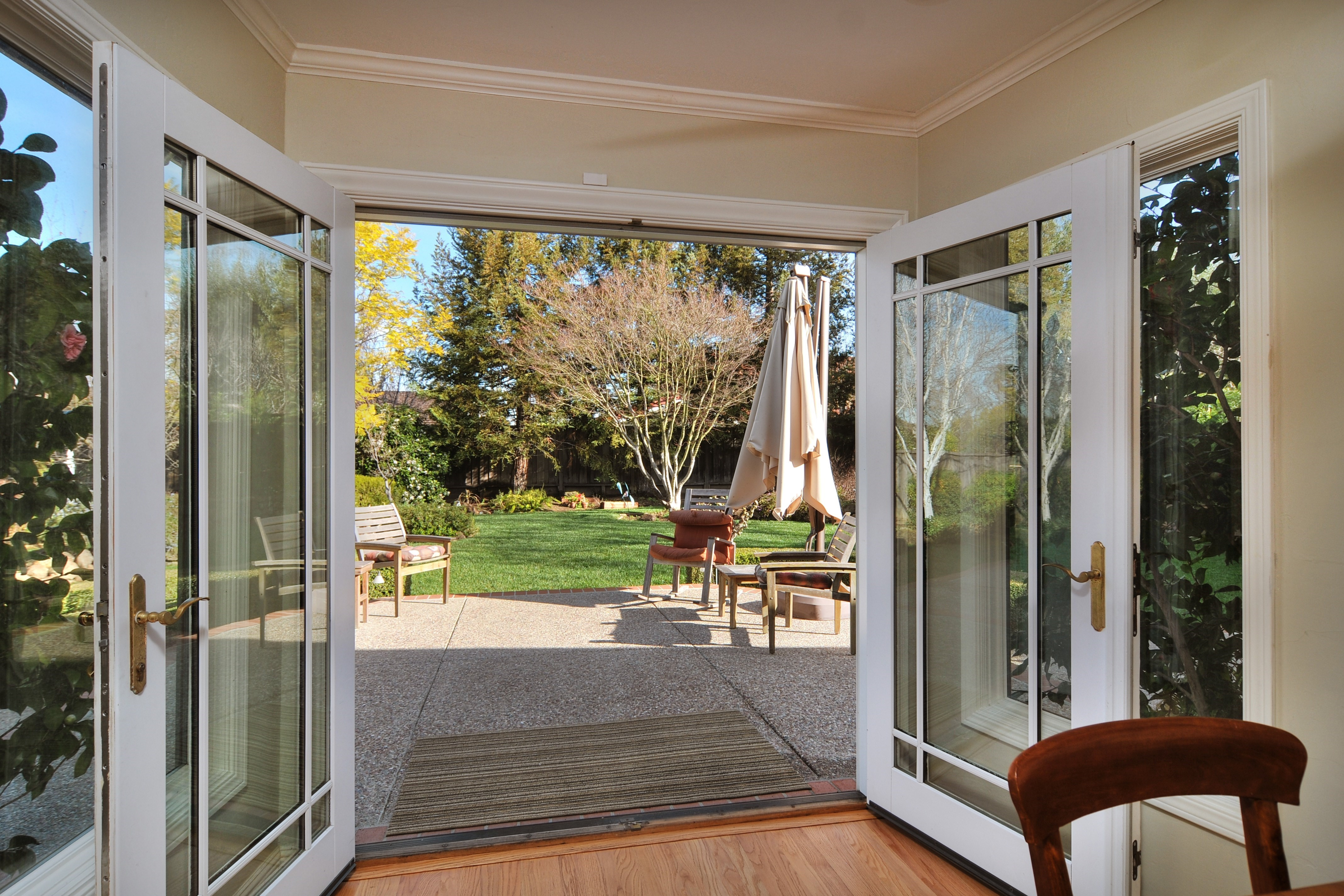 025 Kitchen View - Exquisite, expansive, remodeled Belwood home - 127 Belhaven Drive, Los Gatos