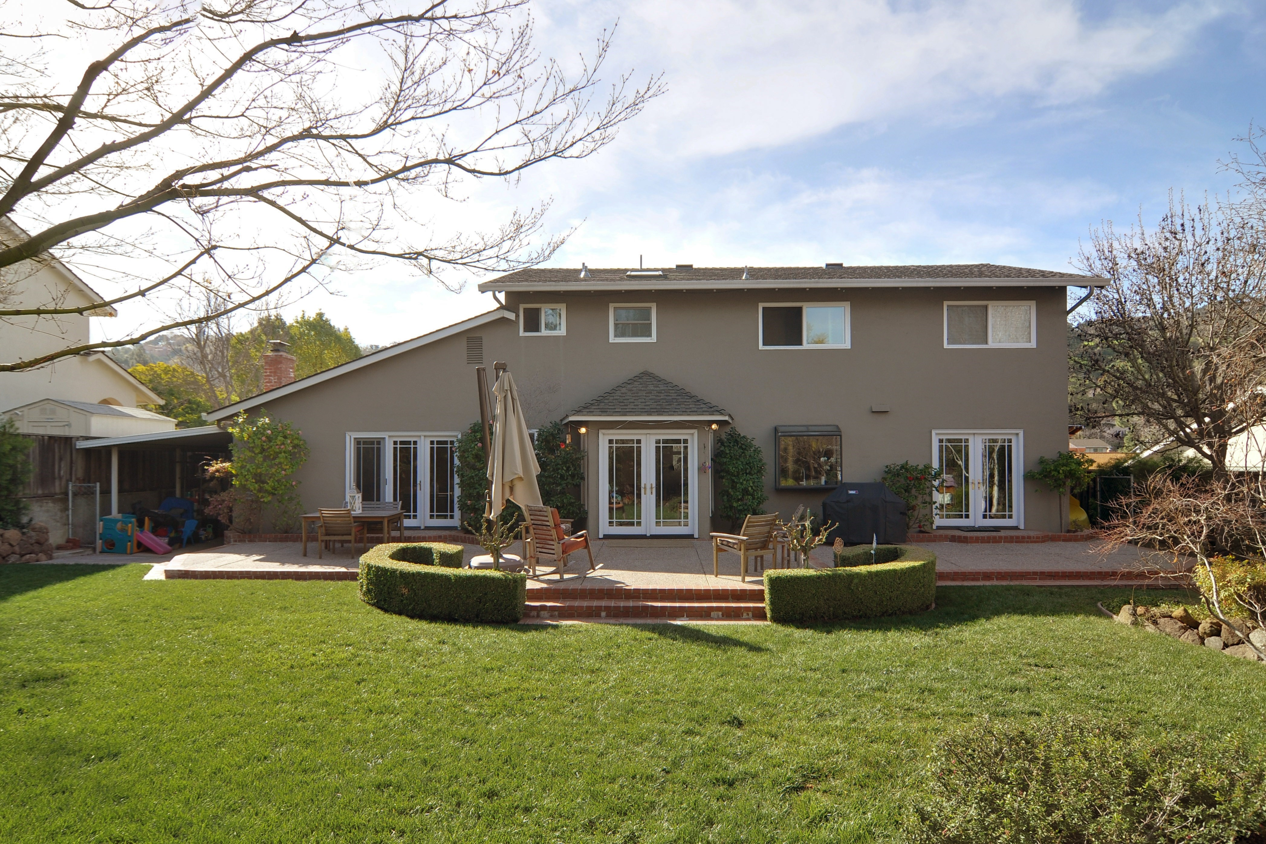 027 Yard and Patio - Exquisite, expansive, remodeled Belwood home - 127 Belhaven Drive, Los Gatos