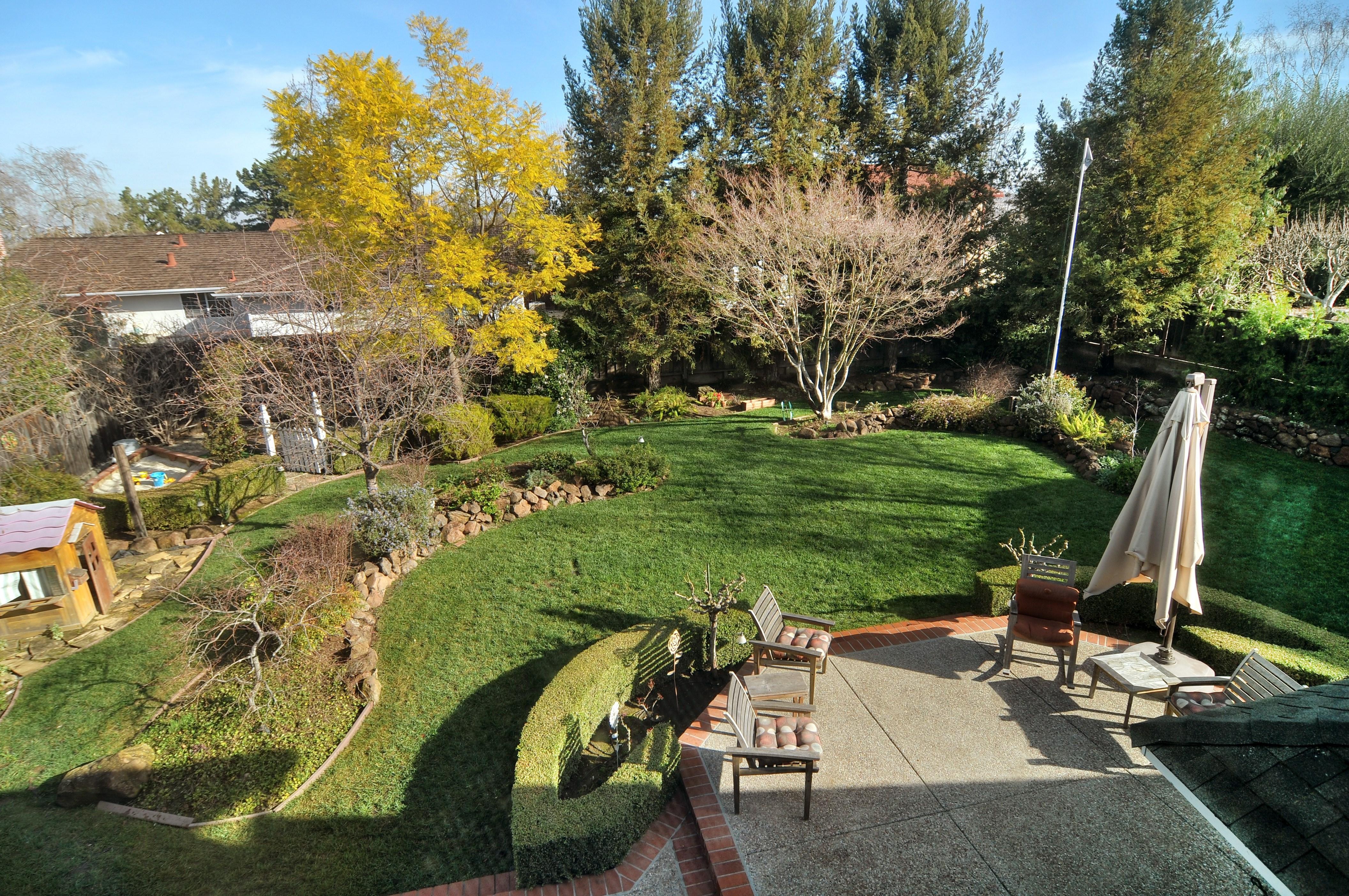 030 Backyard - Exquisite, expansive, remodeled Belwood home - 127 Belhaven Drive, Los Gatos
