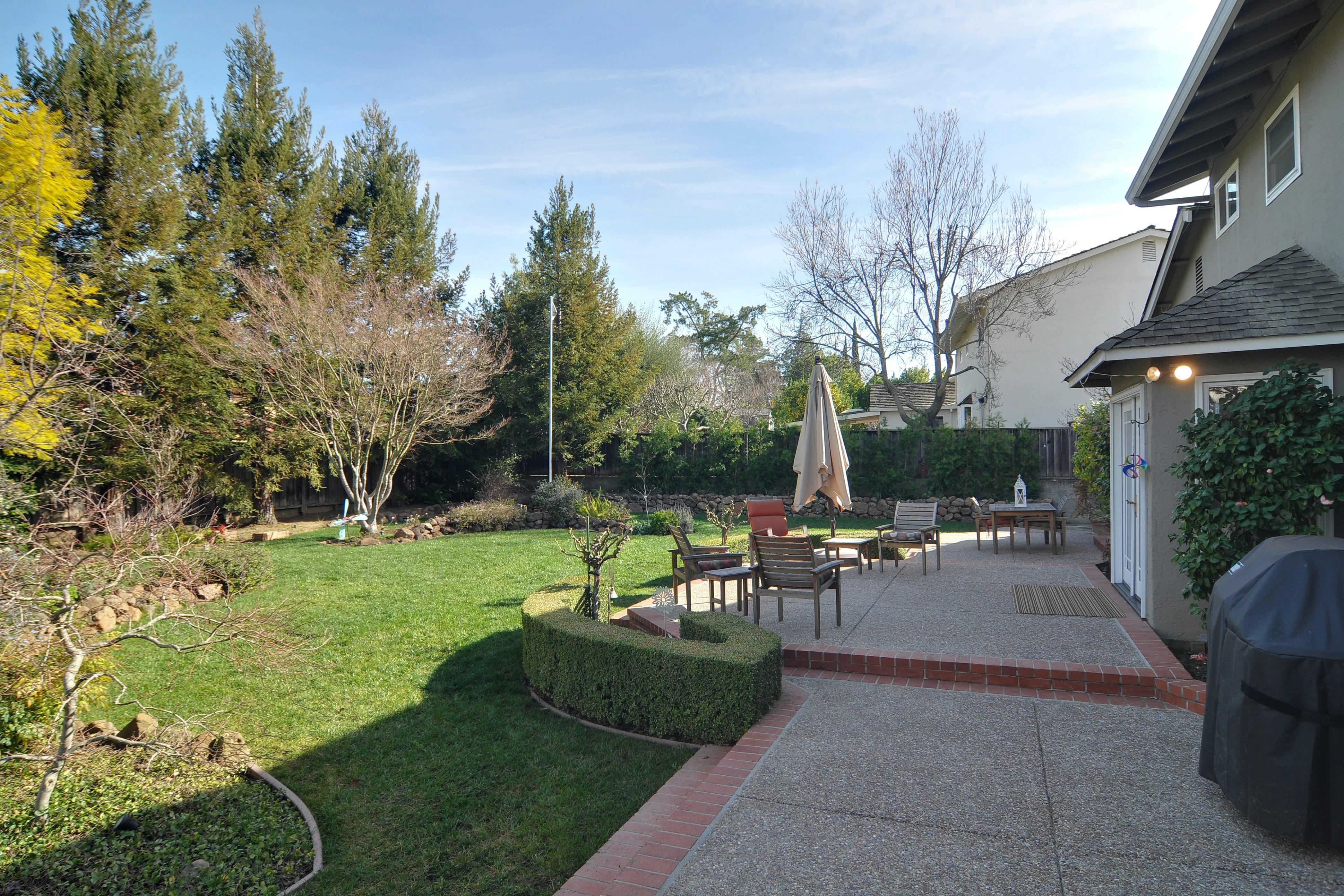 031 Backyard - Exquisite, expansive, remodeled Belwood home - 127 Belhaven Drive, Los Gatos