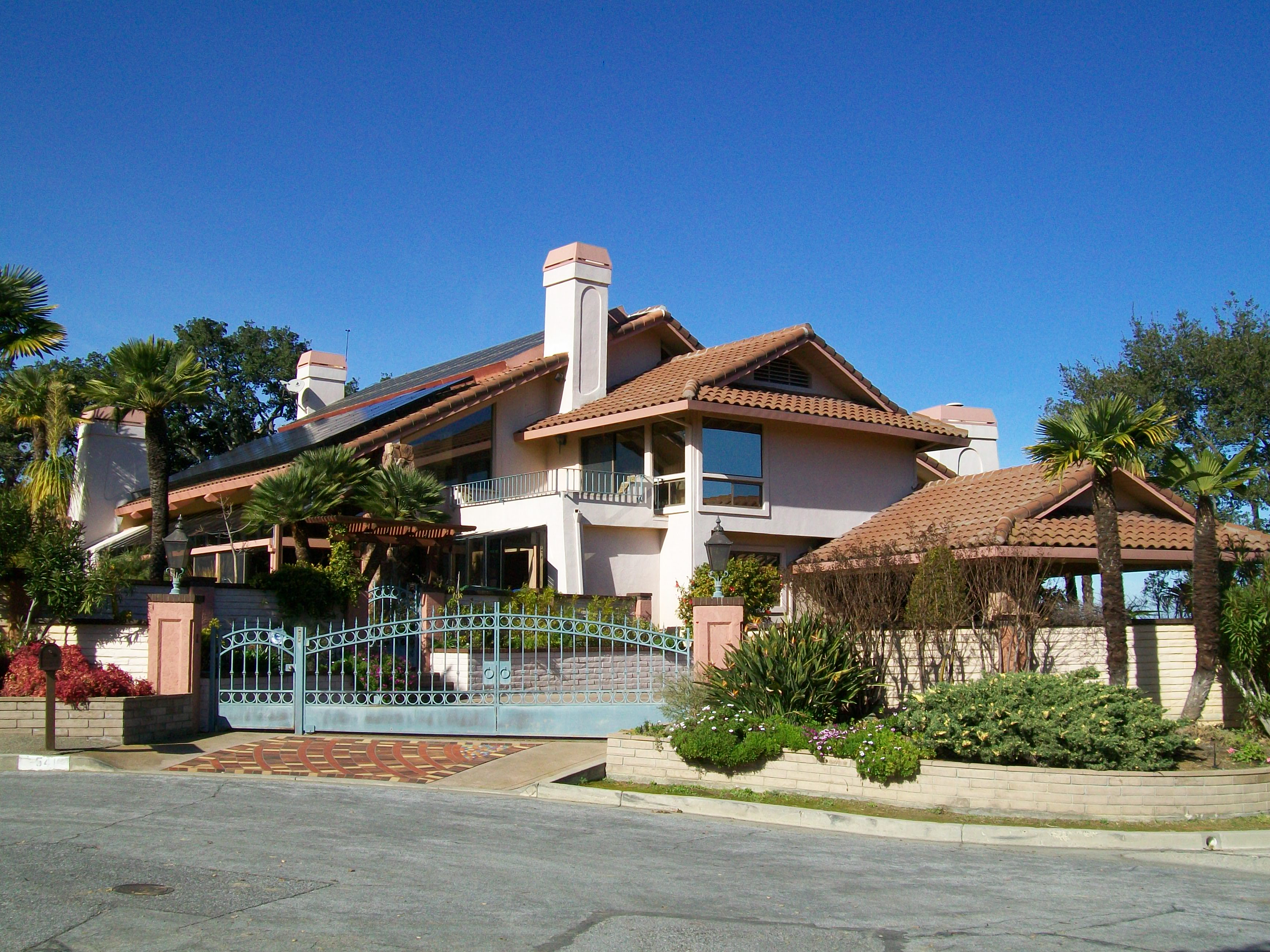 Santa Rosa home - Santa Rosa Drive and Sierra Azule neighborhood