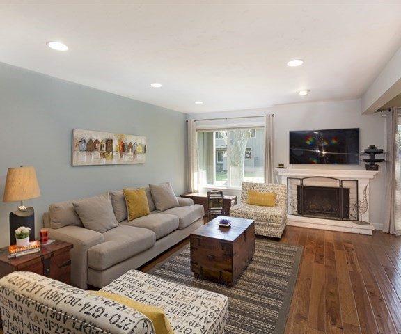126 Charter Oaks Circle Living