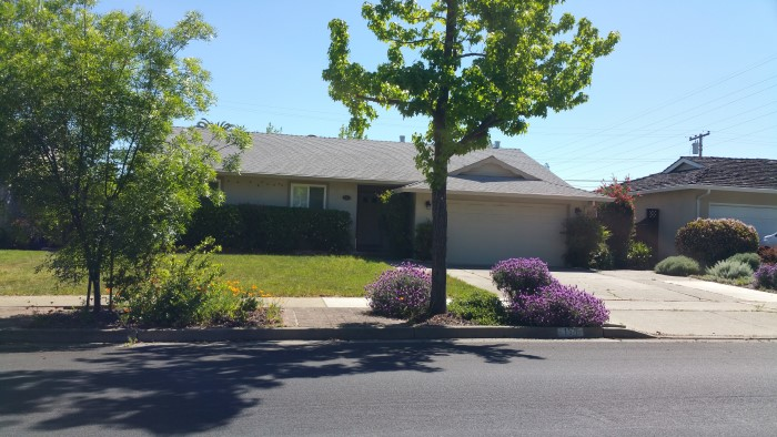 Single story house Live Oak Manor Park neighborhood in Los Gatos
