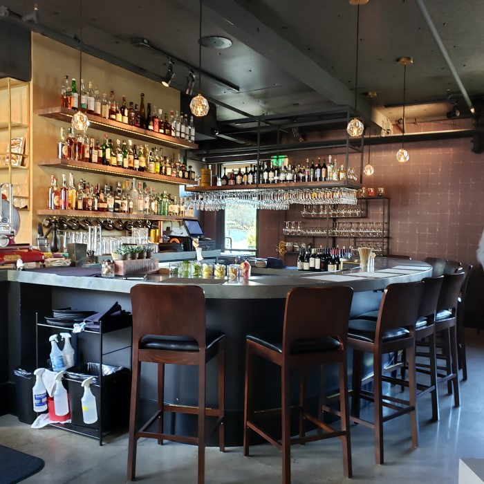 Restaurant Asa Los Gatos bar area
