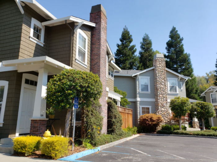 Bella Vista Village - Los Gatos - homes facing parking area